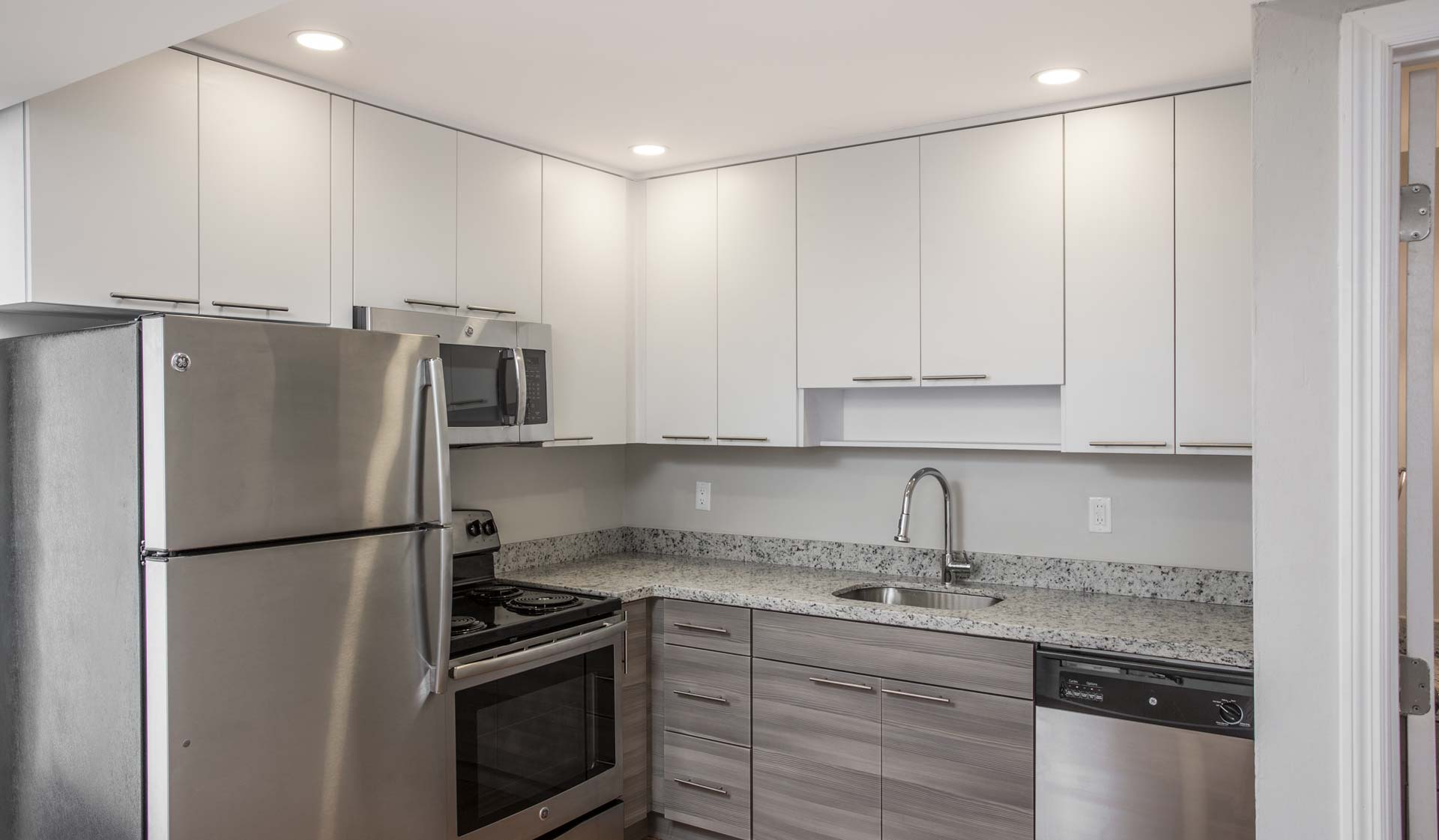 Four Quarters Apartments and Townhomes in Miami, FL - Kitchen