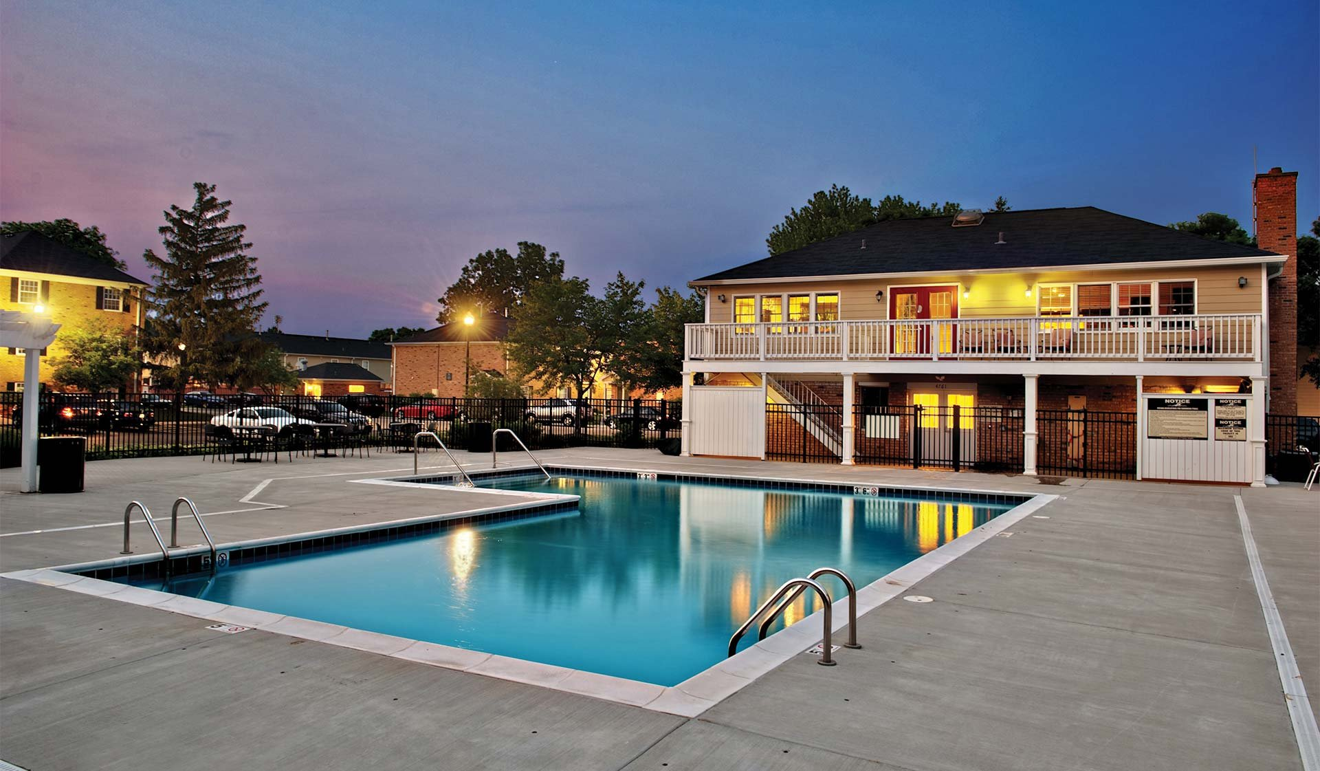 Willow Bend Apartments in Rolling Meadows, IL - Swimming Pool