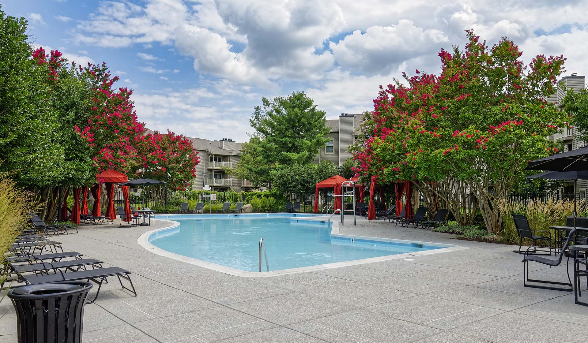 Shenandoah Crossing Apartment Homes for rent in Fairfax, VA - Pool
