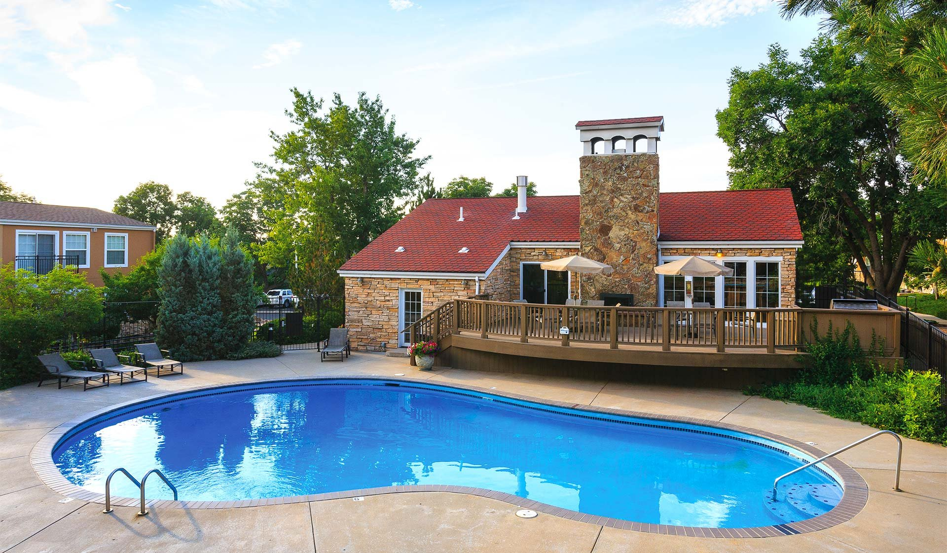 Boulder Creek Apartments in Boulder, CO - Outdoor Swimming Pool