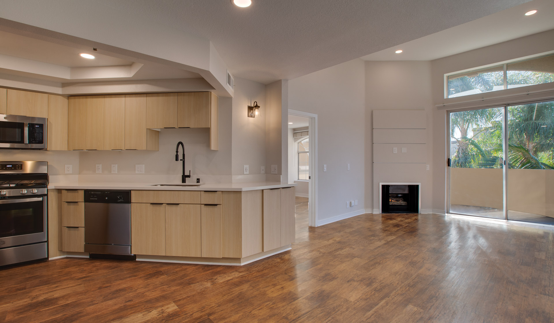 Broadcast Center Apartments in Los Angeles, CA -premier kitchen