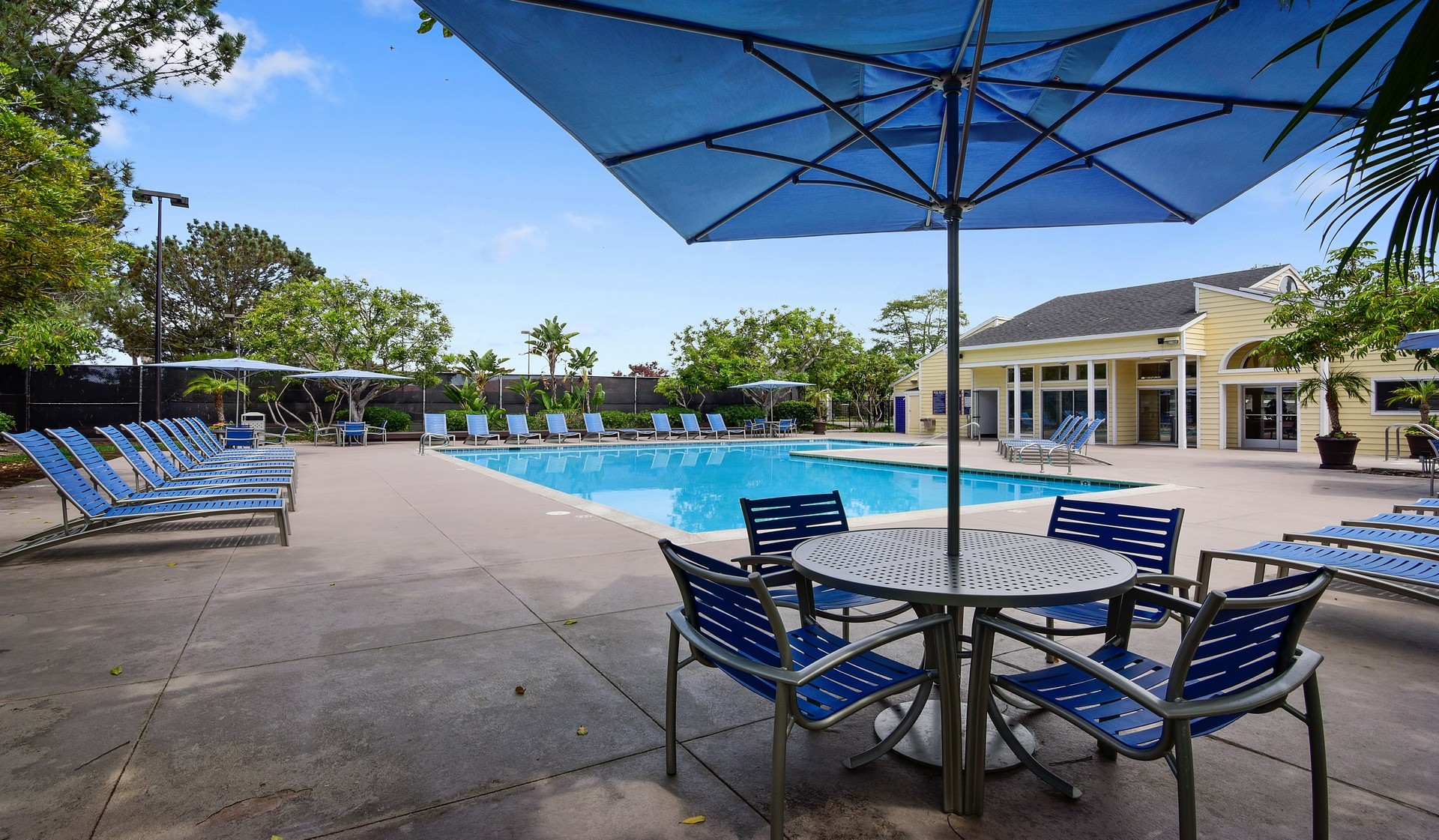 Mariner's Cove Apartments in San Diego, CA - Swimming Pool