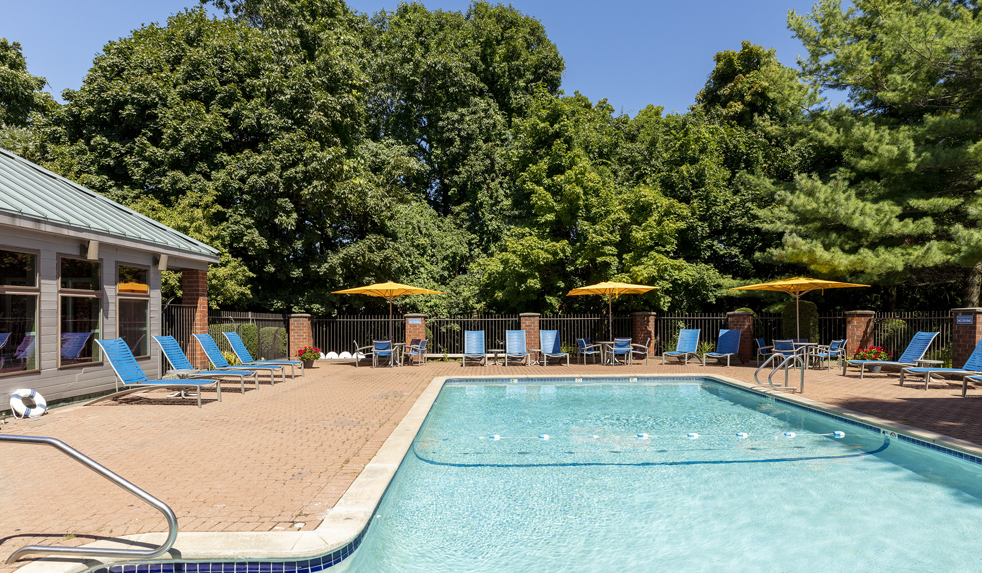 Vantage Pointe Apartments in Swampscott, MA - Swimming Pool