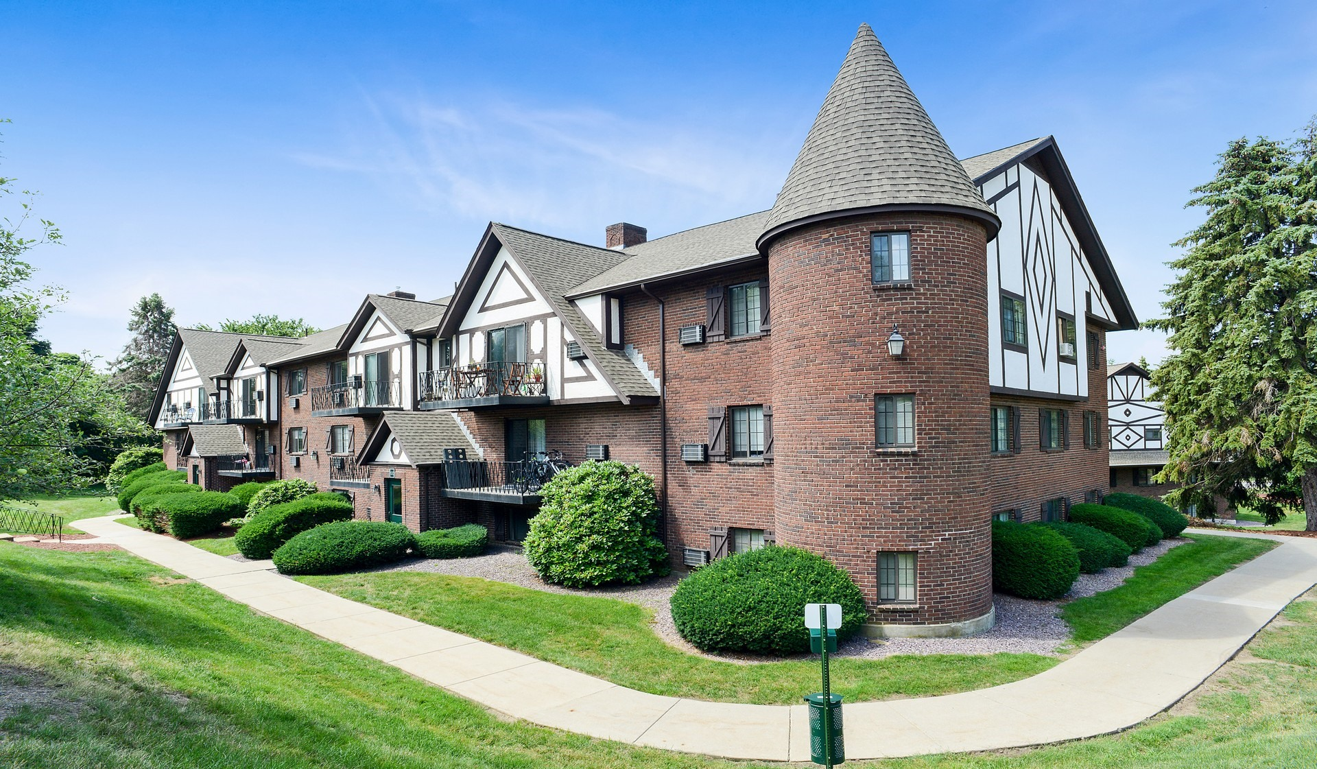 Royal Crest Marlboro Apartment Homes for rent in Marlborough, MA - Great Location