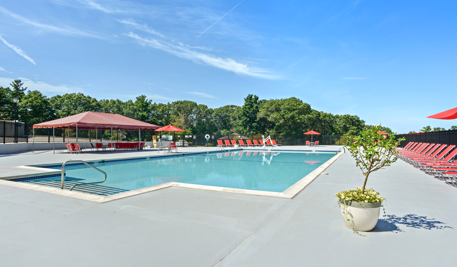 Bayberry Hill Estates Apartments in Framingham, MA - Resort-style Swimming Pool